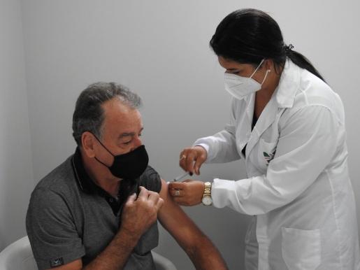 Saúde decide dividir em dois dias segunda dose de vacinação para idosos de 72 a 76 anos