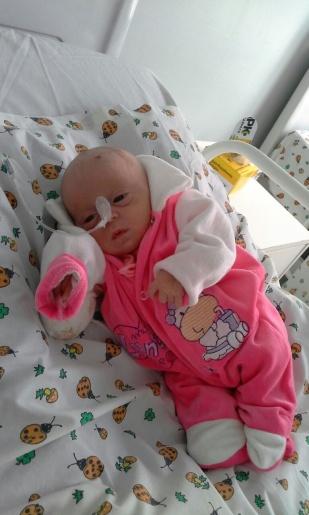 Família de São Bernardino pede ajuda para tratamento da filha com doença rara