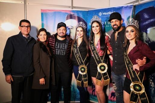 Público lota arena de show da Expo Cedro para acompanhar a dupla Fernando e Sorocaba