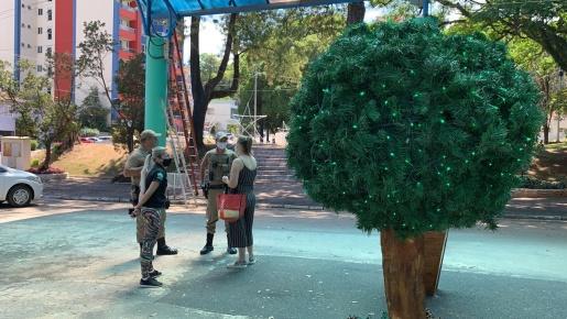 Decoração natalina é alvo de vandalismo em São Miguel do Oeste