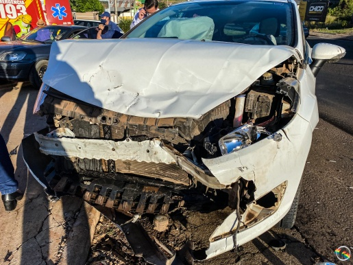 VÍDEO: colisão lateral deixa mulher ferida na Willy Barth