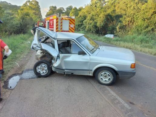 Acidente entre dois veículos deixa caroneira ferida na BR 163