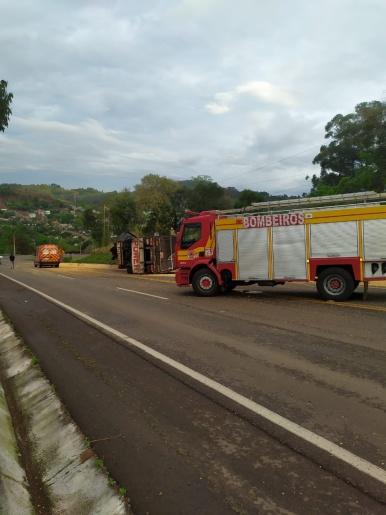 Caminhoneiro fica ferido em acidente na SC-161 em Romelândia